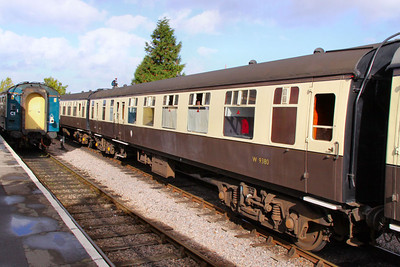 Mk1 BSO 9380 departs Williton on the West Somerset Railway 24/10/09