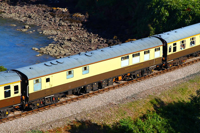 "Mk1 RBR 1671 passes Waterside Caravan Park on the: 1Z28 16:50 Kingswear to Bristol Temple Meads ""The Torbay Express""  19/08/12"