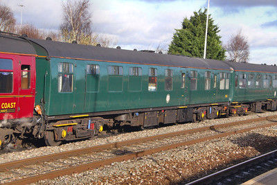 Mk1 RBR 1961, now wearing Southern Green arrives into Swindon 28/11/09