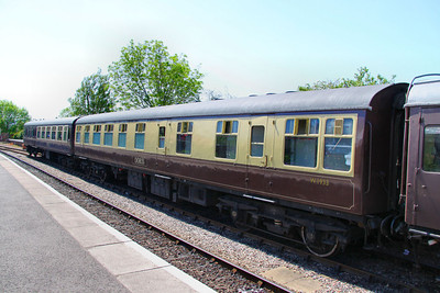 "Mk1 RBR 1933 ""Doris"" at Ditton - part of the Avon Valley Railway's Dining Train 26/05/12"