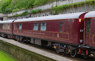 """324 """"Amber"""" - Mk1 Pullman Parlour First"""" was rebuild in 1990 as a Royal Scotsman Saloon and renumbered to 99961 """"State Car 1"""" The coach now consists of 4 twin sleeping rooms.   heads through Sidney Gardens in Bath on the: 5Z29 13:05 Westbury to Bath via Bath Goods Loop 10/07/12"""