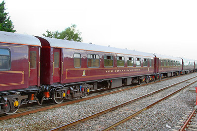 """329 """"Pearl"""" - Mk1 Pullman Parlour First"""" was rebuild in 1990 as a Royal Scotsman Saloon and renumbered to 99962 """"State Car 2"""". The coach now consists of 4 twin sleeping rooms.  99962 departs Swindon on the: 1Z29 14:59 Bath to Oxford 10/07/12"""