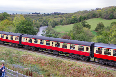 Mk1 TSO 4345 departs Highley on the Severn Valley Railway 08/10/11