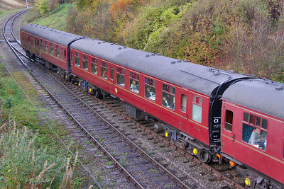 Mk1 TSO 5042 arrives into Winchcombe on the Gloucestershire & Warwickshire Railway 25/10/09