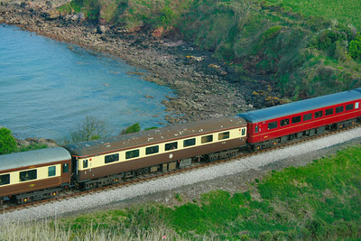 Mk2f RFB 1201 wearing Vintage Trains Chocolate & Cream passes Waterside Caravan Park on the Paignton & Dartmouth Steam Railway 18/04/09