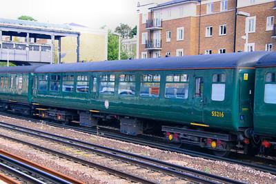 Mk2z TSO 5216 heads south through Kensington Olympia 10/09/09