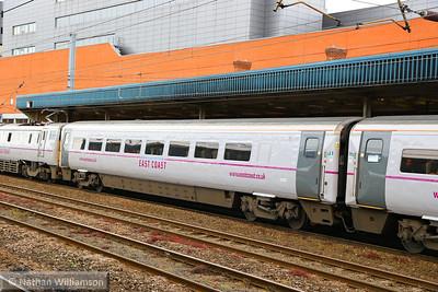 Mk4 TSOE 12216 arrives into Doncaster 18/06/14