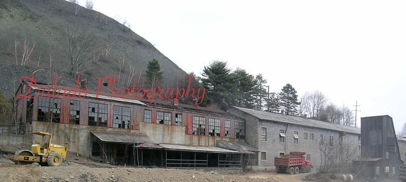 Washhouse before the left portion was torn down in 2006.