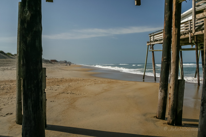 Jennette's Pier at Nags Head, April 2006; Hurricane Isabel in August 2003 cut off 754-ft pier at pier house, just months after it & 5 acres had been bought by North Carolina Aquarium Society; rebuilt starting May 2009 as 1,000-ft pier (made of steel-reinforced concrete to withstand storms) & 2-story pier house, Jennette's Pier reopened May 2011 as unit of North Carolina Aquariums; old pier dated from 1939