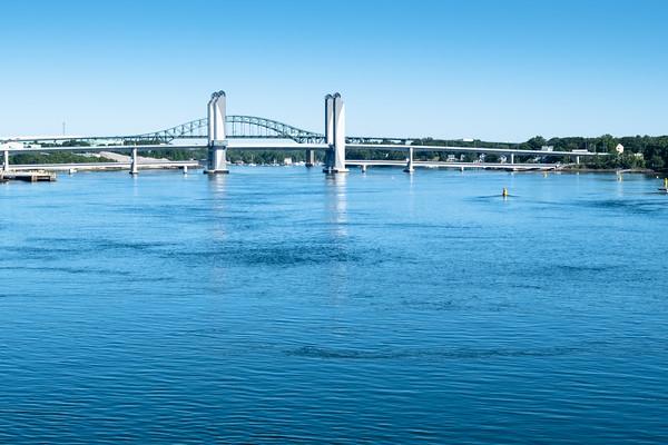 Sarah Mildred Long Bridge, against the background of the I-95 bridge