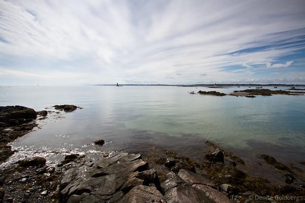 flat sea, squinty sky