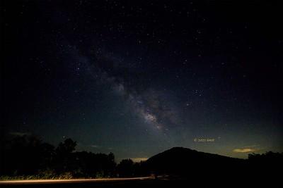 _B0A76173 Milky Way w lightstreak