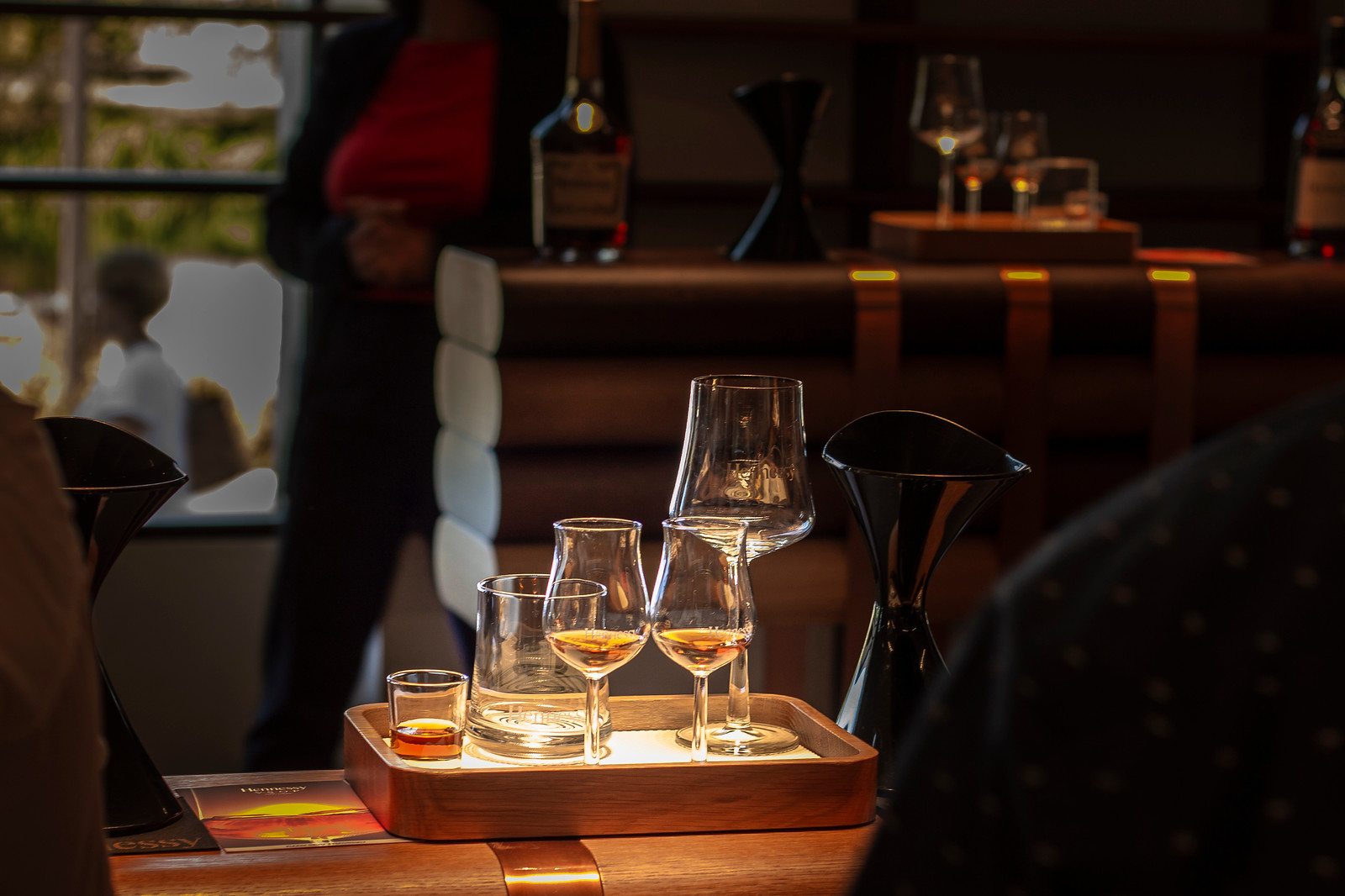 Hennessy tasting: 5 different glasses filled with cognac for tasting in a dimly surroundings
