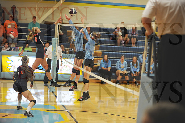 Colfax-Mingo vs. Lynnville-Sully volleyball 9-12-2016