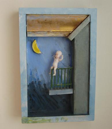 Barnet ser på månen