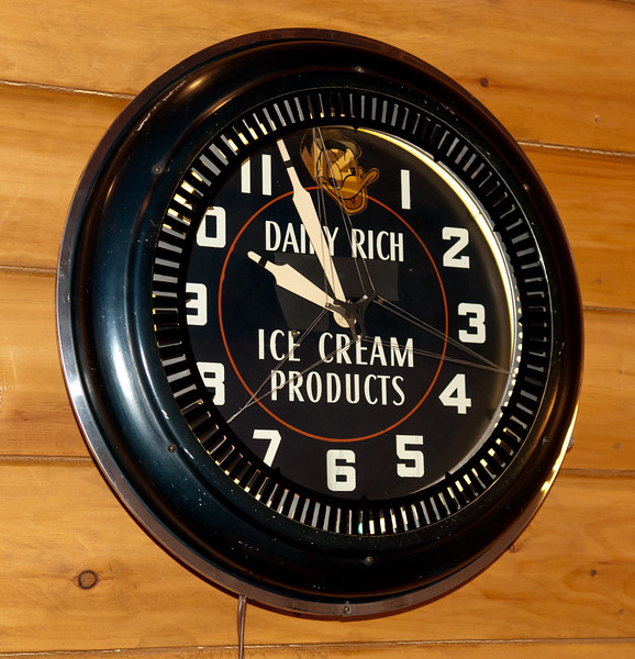 Dairy Rich Ice Cream Spinner Clock