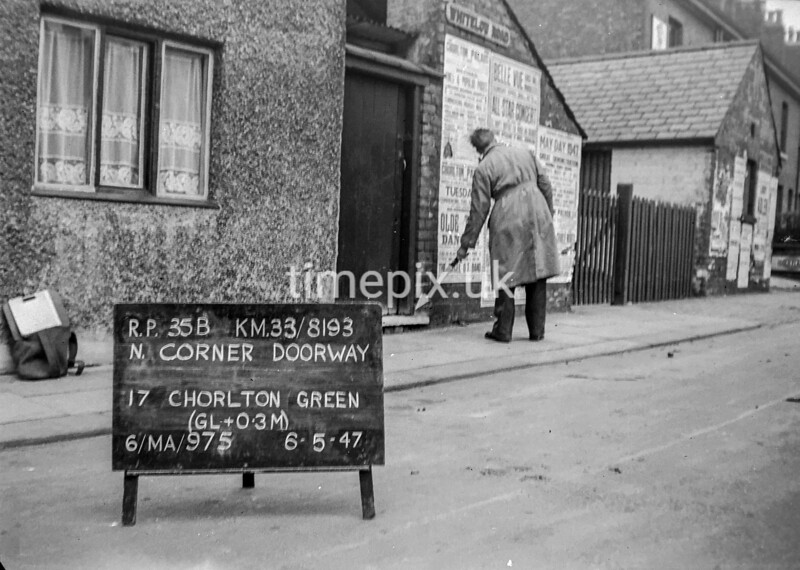 SJ819335B, Ordnance Survey Revision Point photograph in Greater Manchester