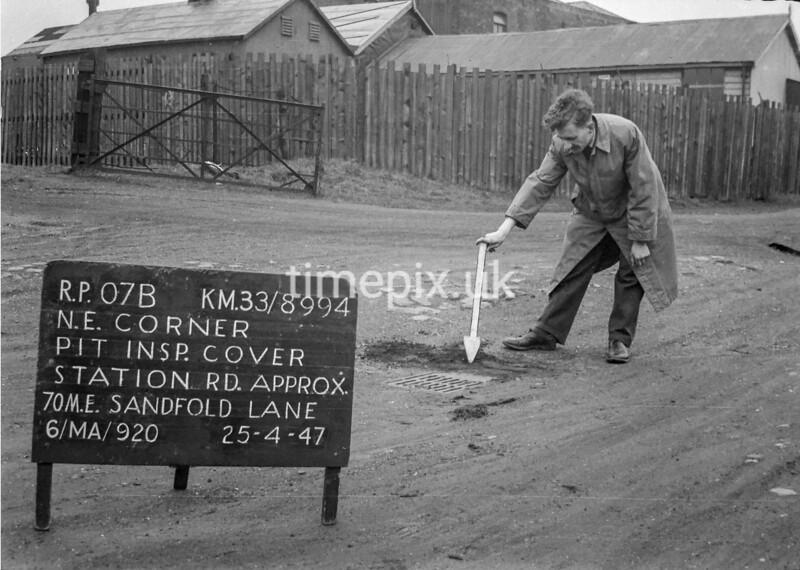 SJ899407B, Ordnance Survey Revision Point photograph in Greater Manchester