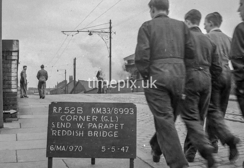 SJ899352B, Ordnance Survey Revision Point photograph in Greater Manchester