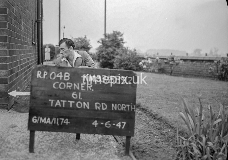 SJ889204B, Ordnance Survey Revision Point photograph in Greater Manchester