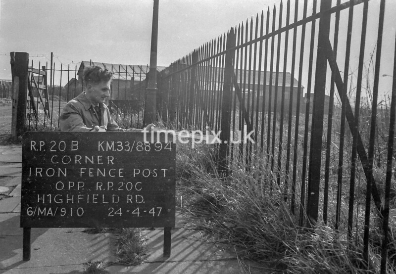 SJ889420B, Ordnance Survey Revision Point photograph in Greater Manchester