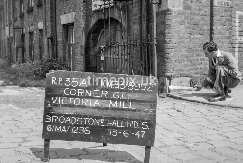 SJ899235A, Ordnance Survey Revision Point photograph in Greater Manchester