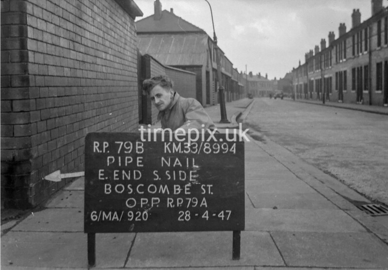 SJ899479B, Ordnance Survey Revision Point photograph in Greater Manchester