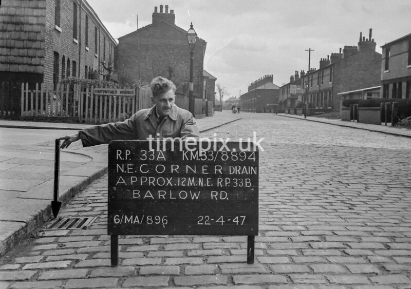 SJ889433A, Ordnance Survey Revision Point photograph in Greater Manchester