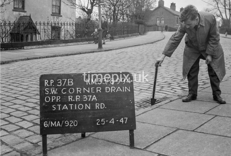 SJ899437B, Ordnance Survey Revision Point photograph in Greater Manchester
