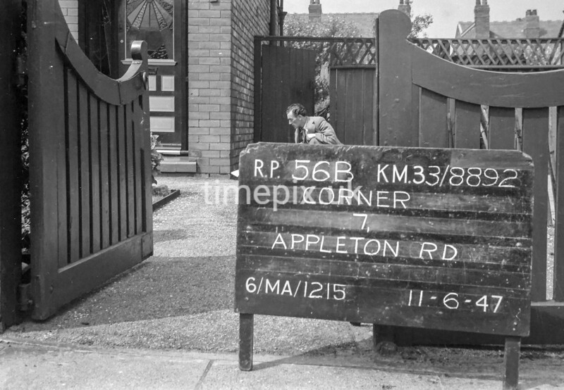 SJ889256B, Ordnance Survey Revision Point photograph in Greater Manchester
