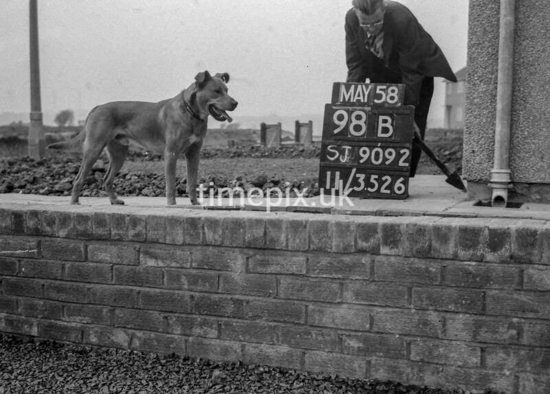 SJ909298B, Ordnance Survey Revision Point photograph in Greater Manchester