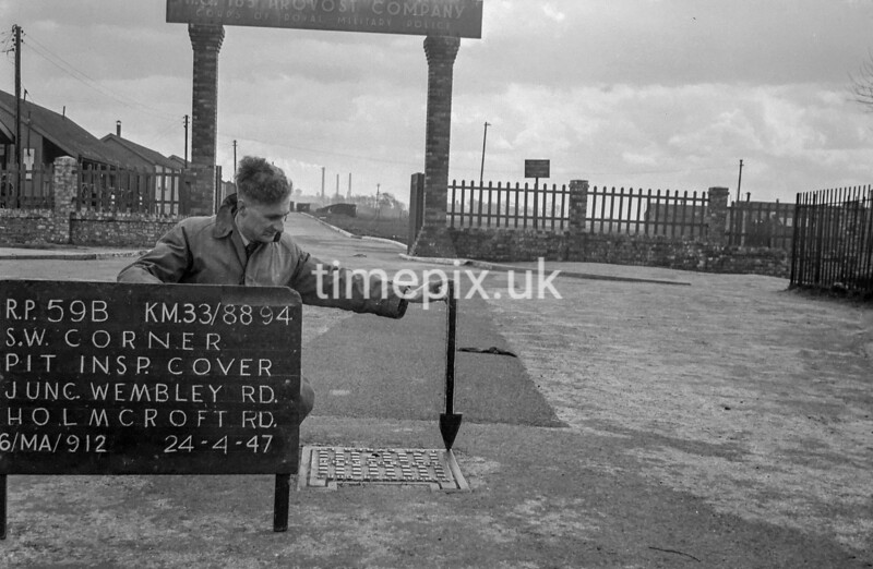 SJ889459B, Ordnance Survey Revision Point photograph in Greater Manchester