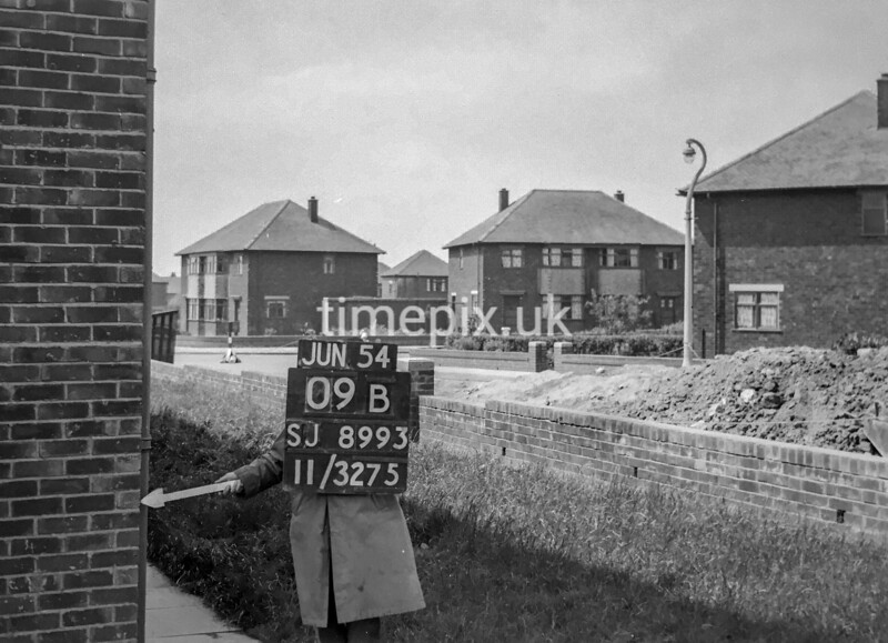 SJ899309B, Ordnance Survey Revision Point photograph in Greater Manchester