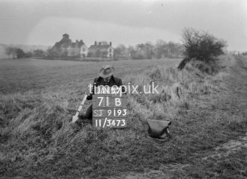 SJ919371B, Ordnance Survey Revision Point photograph in Greater Manchester