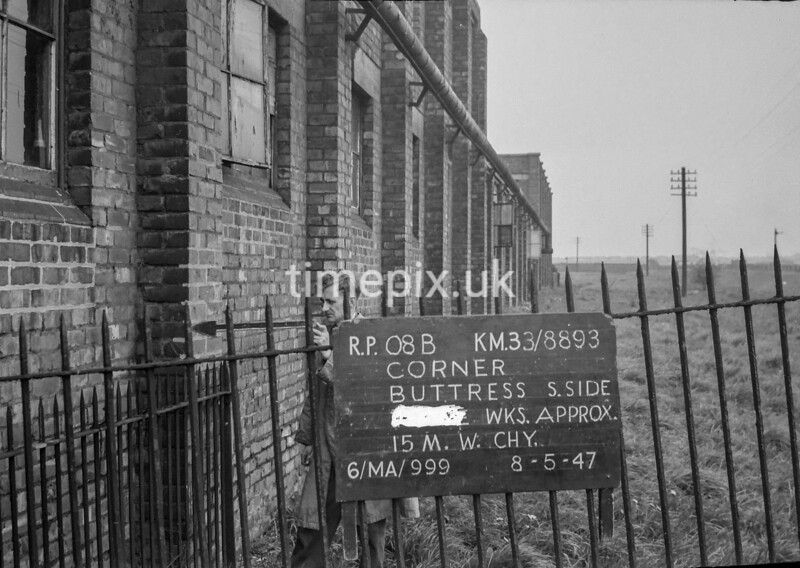 SJ889308B, Ordnance Survey Revision Point photograph in Greater Manchester