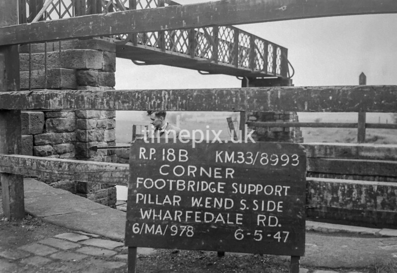 SJ899318B, Ordnance Survey Revision Point photograph in Greater Manchester