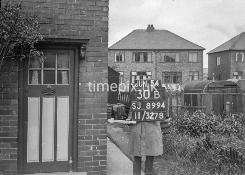 SJ899430B, Ordnance Survey Revision Point photograph in Greater Manchester