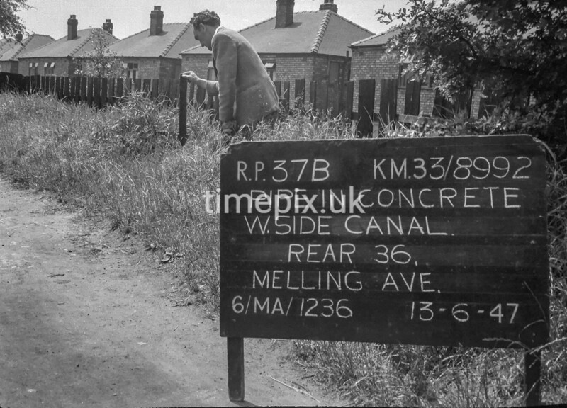 SJ899237B, Ordnance Survey Revision Point photograph in Greater Manchester