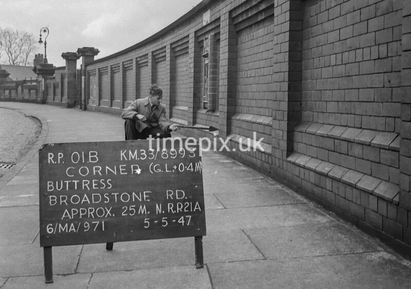 SJ899301B, Ordnance Survey Revision Point photograph in Greater Manchester