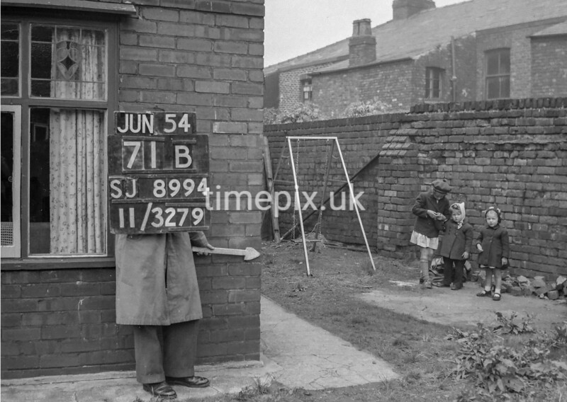 SJ899471B, Ordnance Survey Revision Point photograph in Greater Manchester