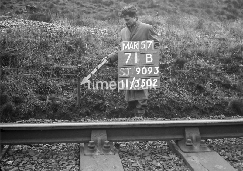 SJ909371B, Ordnance Survey Revision Point photograph in Greater Manchester