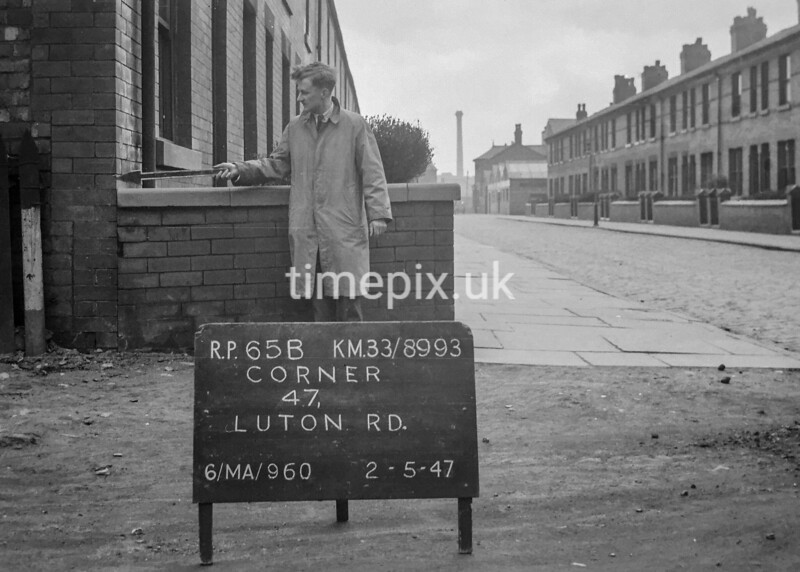 SJ899365B, Ordnance Survey Revision Point photograph in Greater Manchester