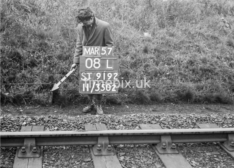 SJ919208L, Ordnance Survey Revision Point photograph in Greater Manchester