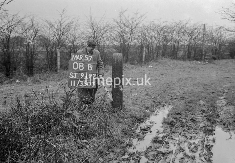 SJ919208B, Ordnance Survey Revision Point photograph in Greater Manchester