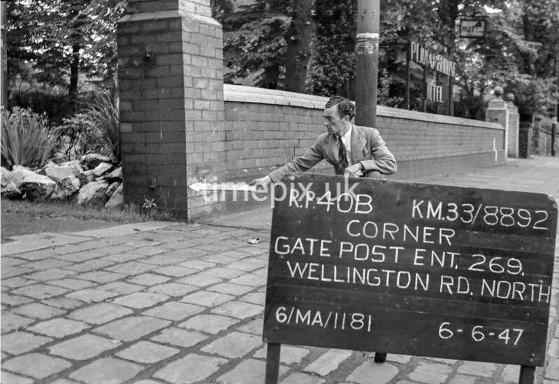SJ889240B, Ordnance Survey Revision Point photograph in Greater Manchester