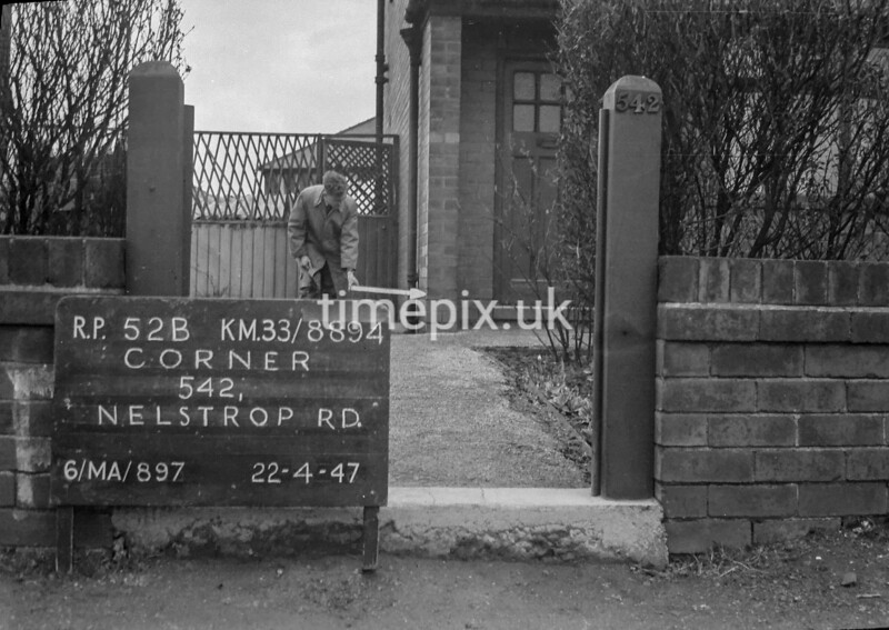 SJ889452B, Ordnance Survey Revision Point photograph in Greater Manchester