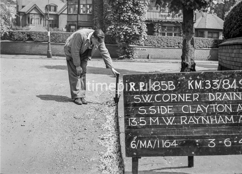 SJ849185B, Ordnance Survey Revision Point photograph in Greater Manchester