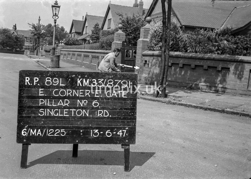 SJ879189L, Ordnance Survey Revision Point photograph in Greater Manchester