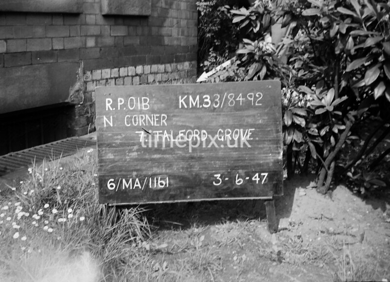 SJ849201B, Ordnance Survey Revision Point photograph in Greater Manchester