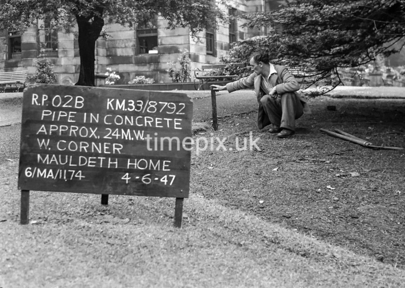 SJ879202B, Ordnance Survey Revision Point photograph in Greater Manchester